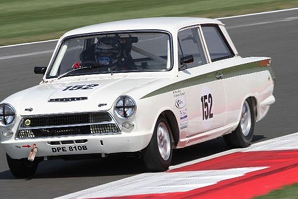 Silverstone Classic gets off to a scorcher