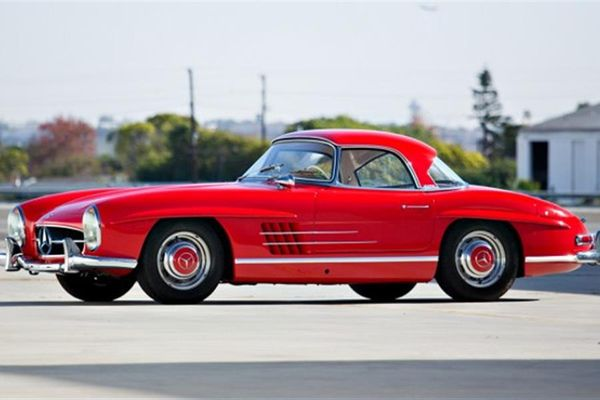 1961 Mercedes-Benz 300 SL Roadster at Scottsdale Auction