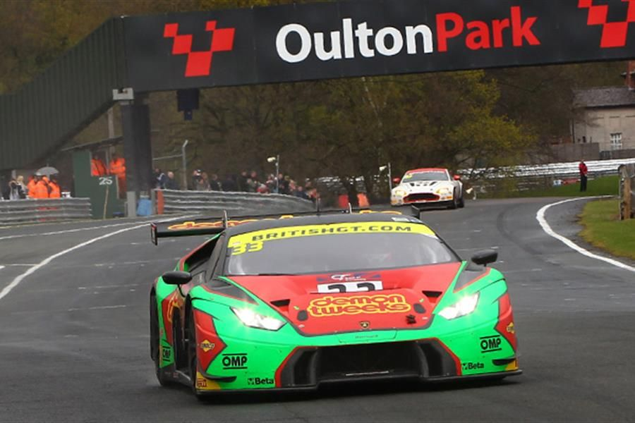 Minshaw and Keen lead Barwell 1,2 at Oulton British GT