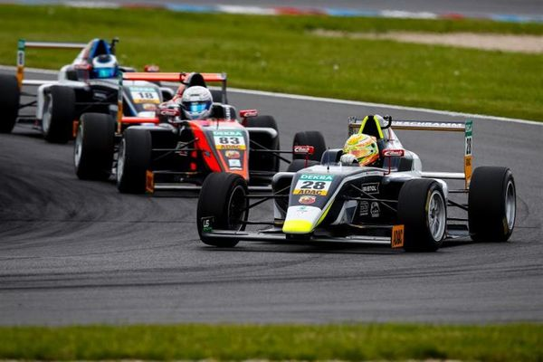 Kim-Luis Schramm wins ADAC Formula 4 Race 1 at the Lausitzring