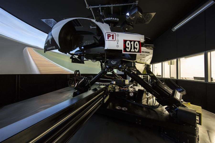 Strong grid eyes Carrera Cup Le Mans prize of LMP1 simulator test