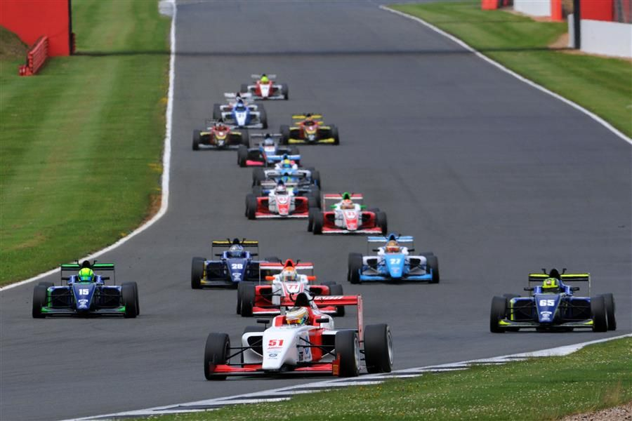 Toby Sowery dominates F3 opening day at Silverstone