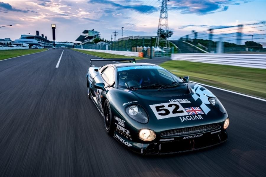 Three-Car Le Mans Team Reunited for XJ220 Anniversary at Silverstone Classic