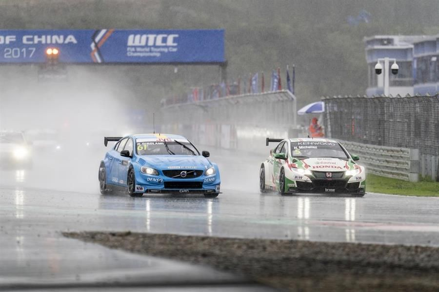 Néstor Girolami wins his maiden WTCC race in China
