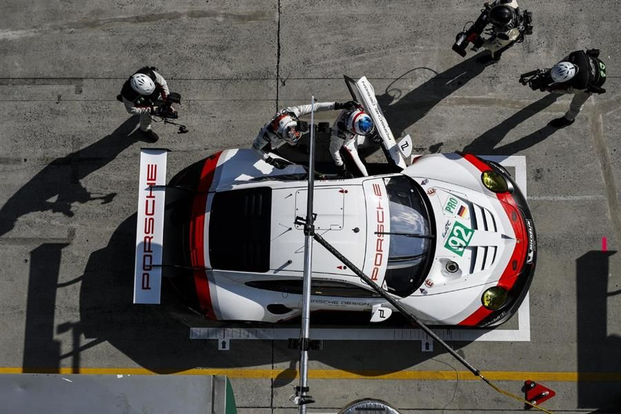 Porsche 911 RSR on the first grid row For WEC GT China