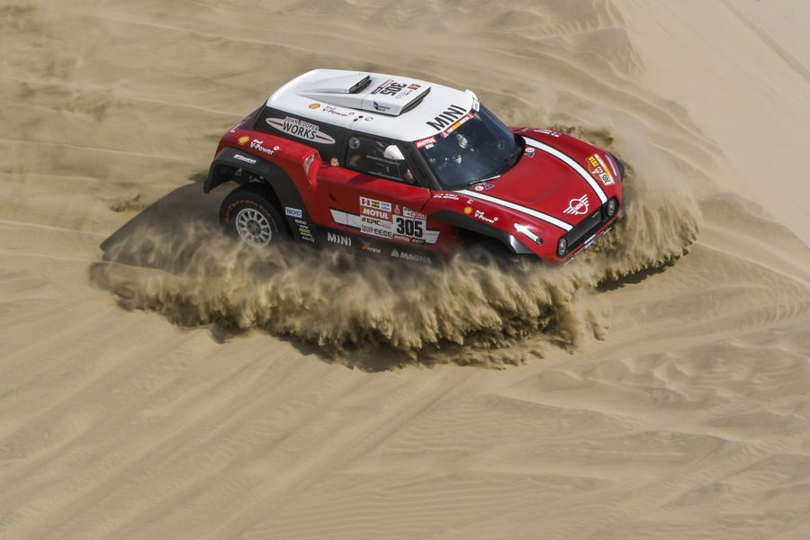 All seven MINI crews complete Dakar Rally opening stage