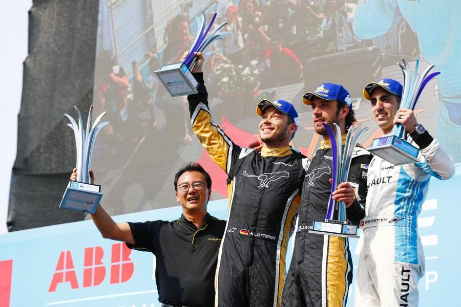 Vergne holds off TECHEETAH team-mate Lotterer in Chilean E-Prix