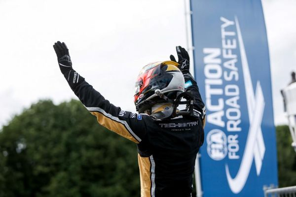 Jean-Eric Vergne takes lights to flag victory in home Paris E-Prix