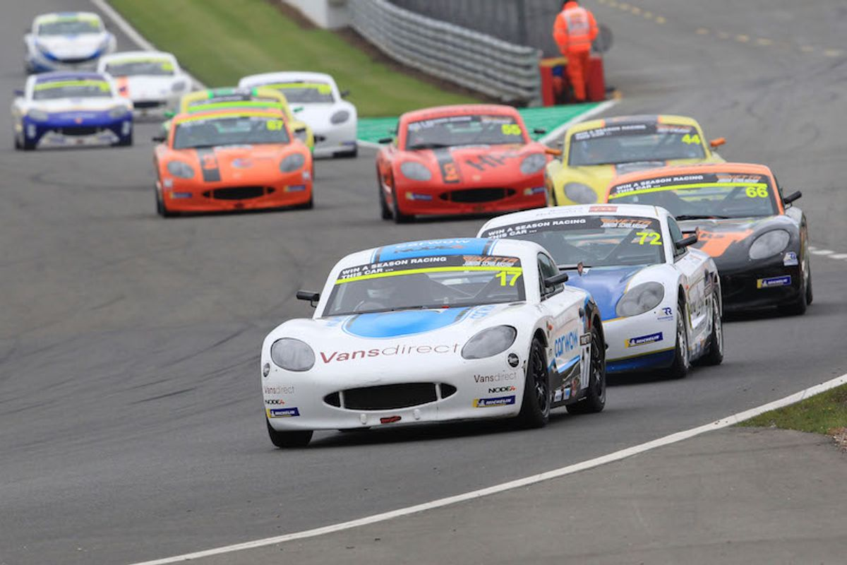 Louis Foster takes maiden Ginetta Junior win at Donington Park