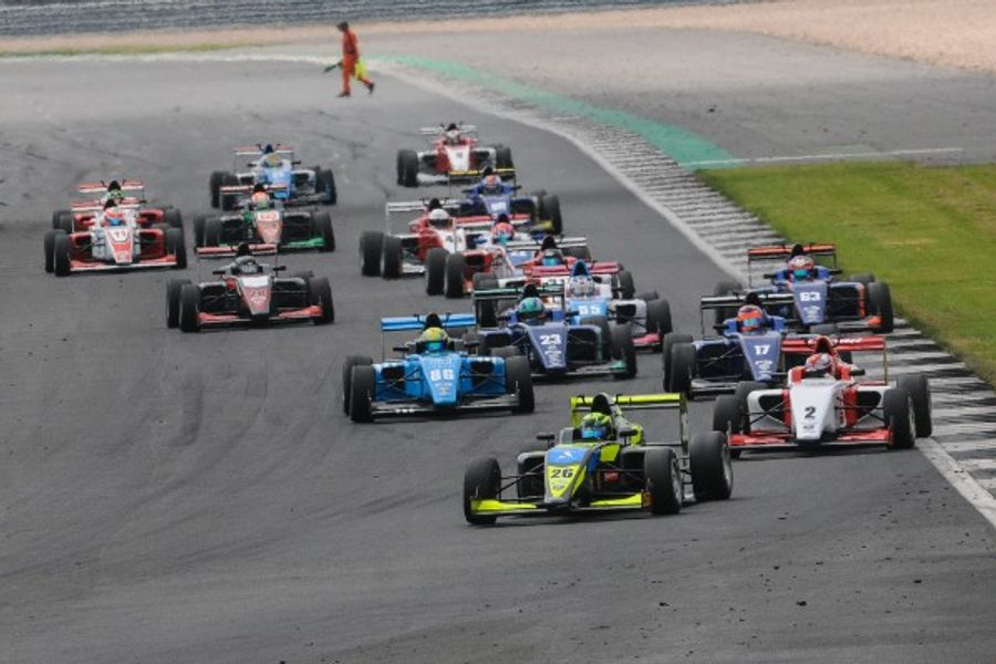 Lundqvist fends off late Maini challenge to extend British F3 championship lead