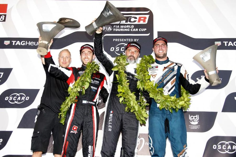 Yvan Muller wins WTCR Race of Portugal  after a dramatic start