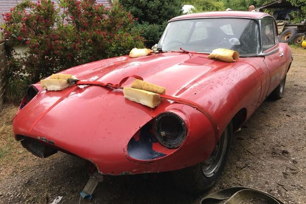 2 barn find E-type Series 2 2+2 restoration projects at Barons Sandown Auction