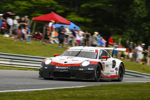 Two Porsche 911 RSR compete at legendary Road America