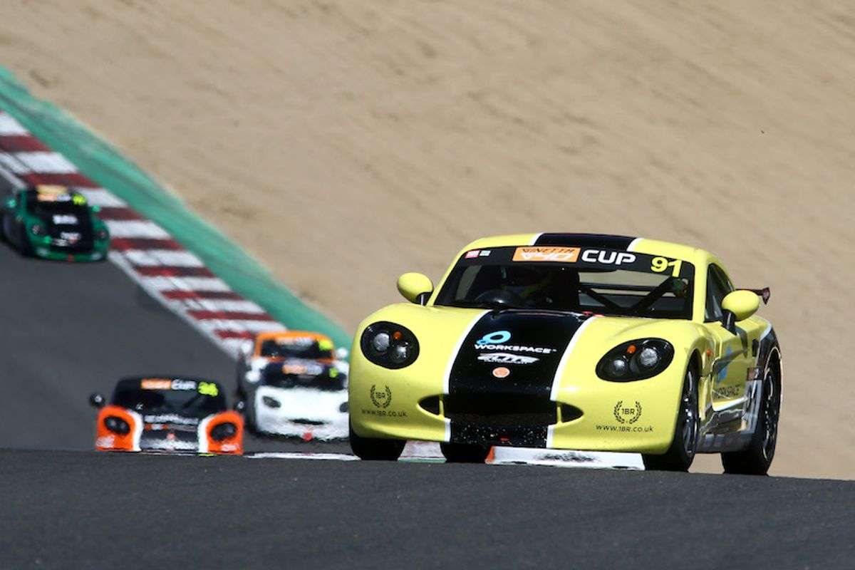 Harry King enjoys perfect weekend with Ginetta G40 Cup hat-trick