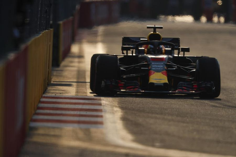 Red Bulls quickest in Singapore GP FP1