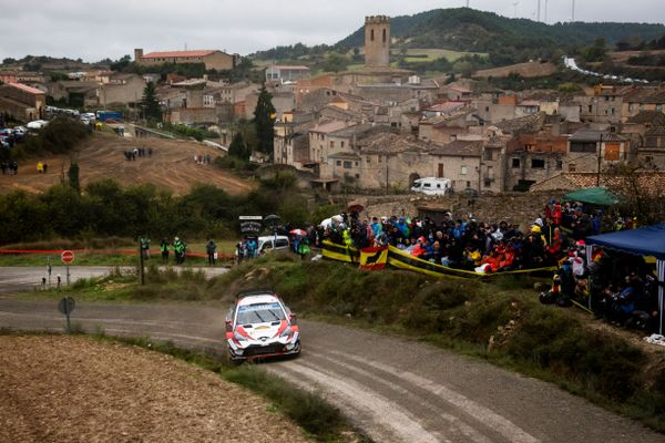 Jari-Matti Latvala leads 6 way fight for win on Rally de España