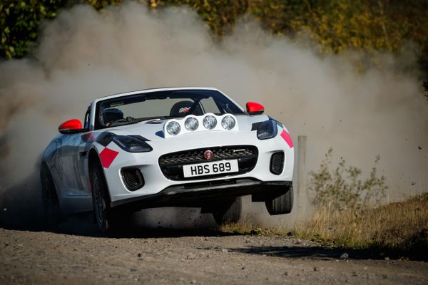 Jaguar creates two F-TYPE Convertible rally cars