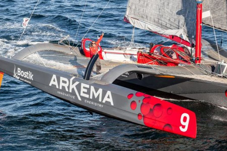 Roucayrol capsizes on Route du Rhum