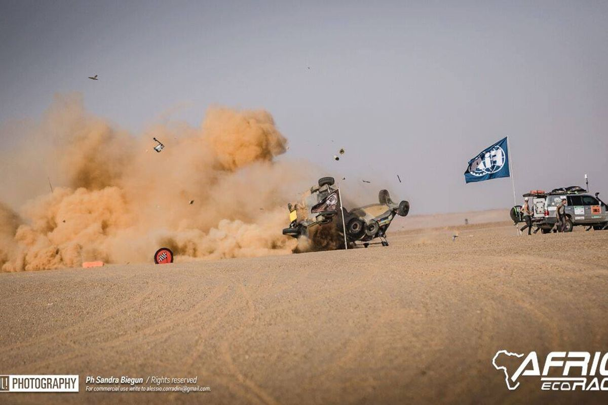 Africa Eco Race steams into Mauritania, stage ends with a spectacular collision for the leaders