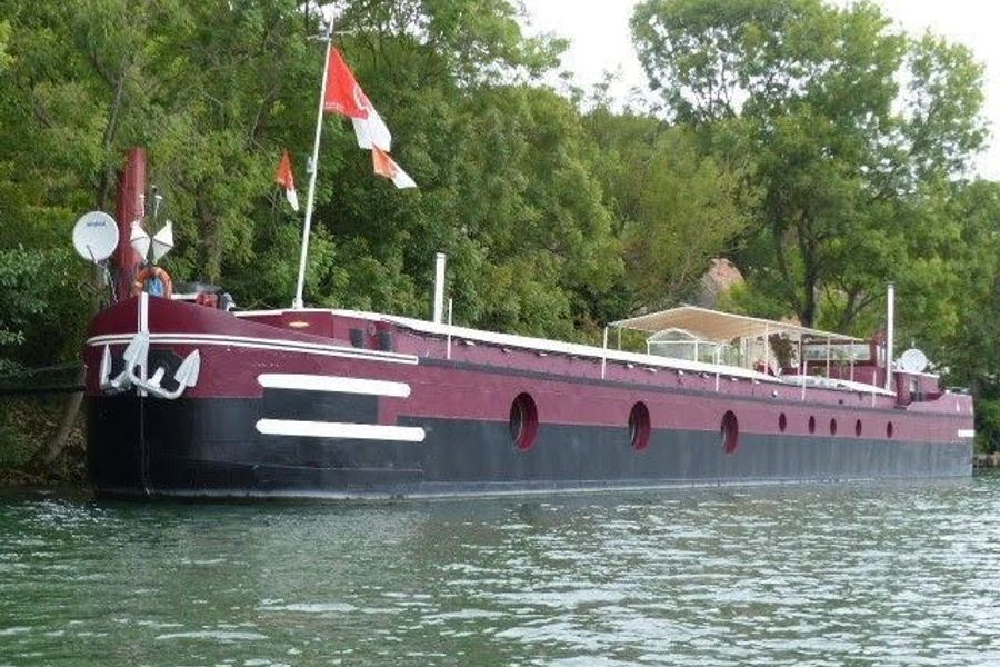 Fancy barge life in France?