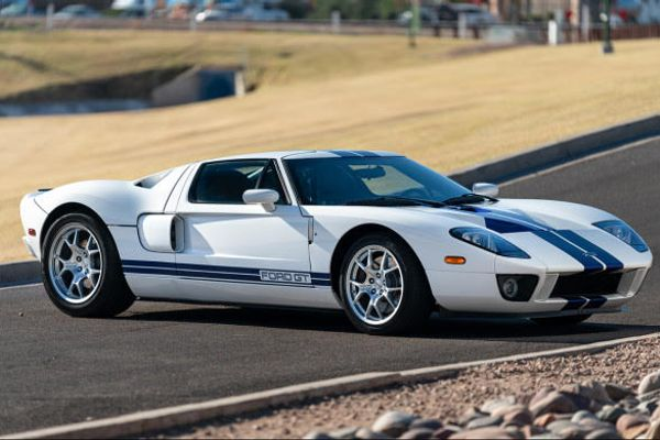 Early production 2005 Ford GT powers into Goodings Scottsdale auction