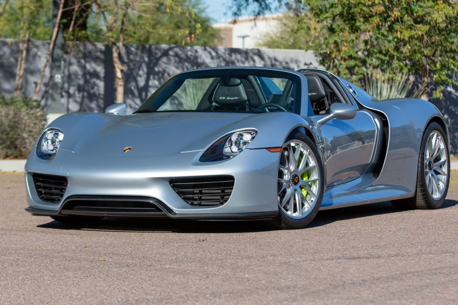 2015 Porsche 918 Spyder on offer at Mecum Phoenix Auction