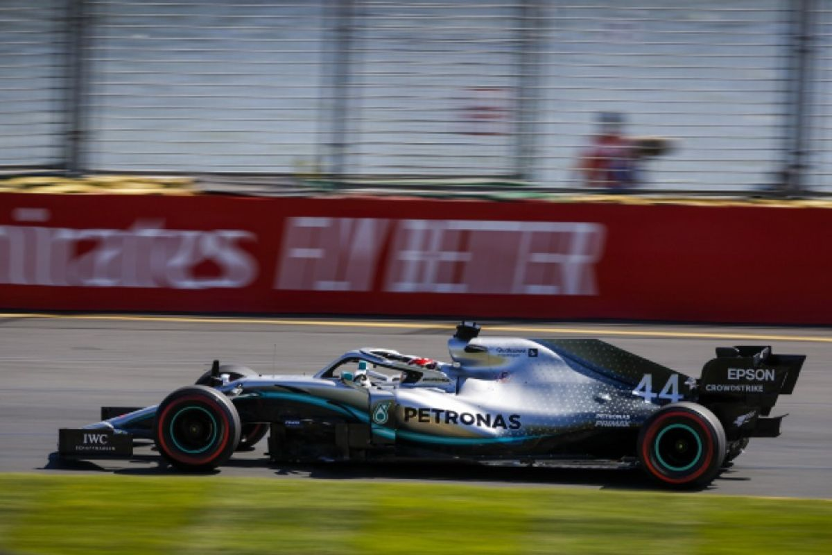 Hamilton heads Mercedes front row lockout for Australian Grand Prix