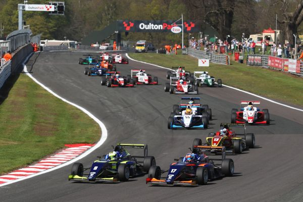 Novalak claims maiden British F3 win in eventful Oulton opener