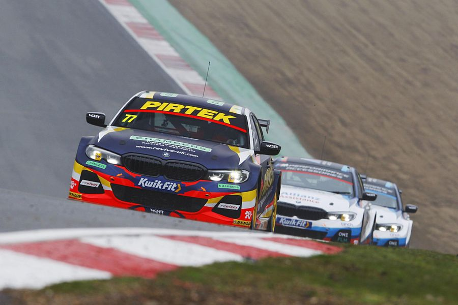 Battle for early BTCC initiative rumbles on to Donington Park