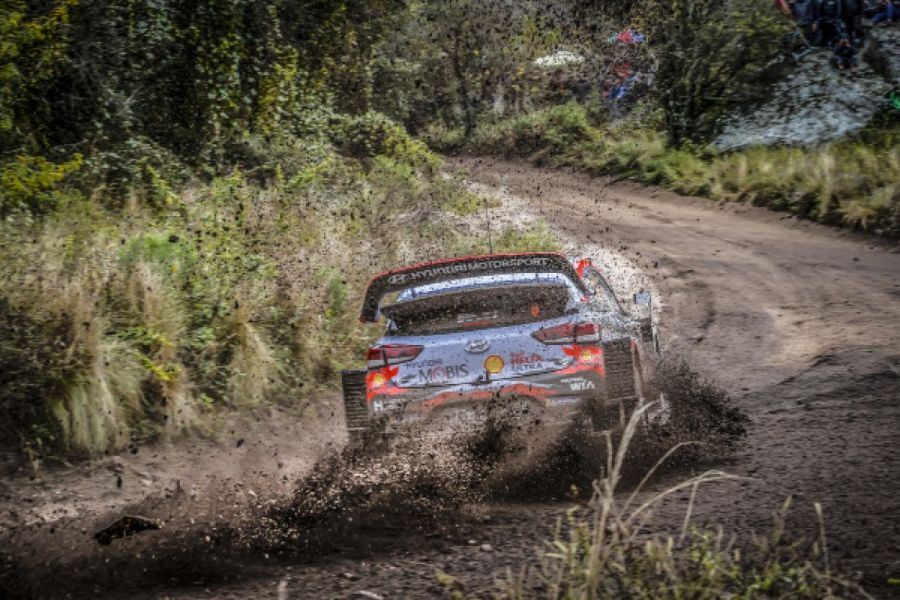 Neuville grabs late Friday lead in dramatic Rally Argentina finale