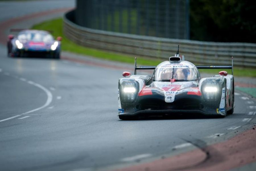 Le Mans plot twist as puncture for the #7 Toyota TS050 puts the #8 sister car in the lead