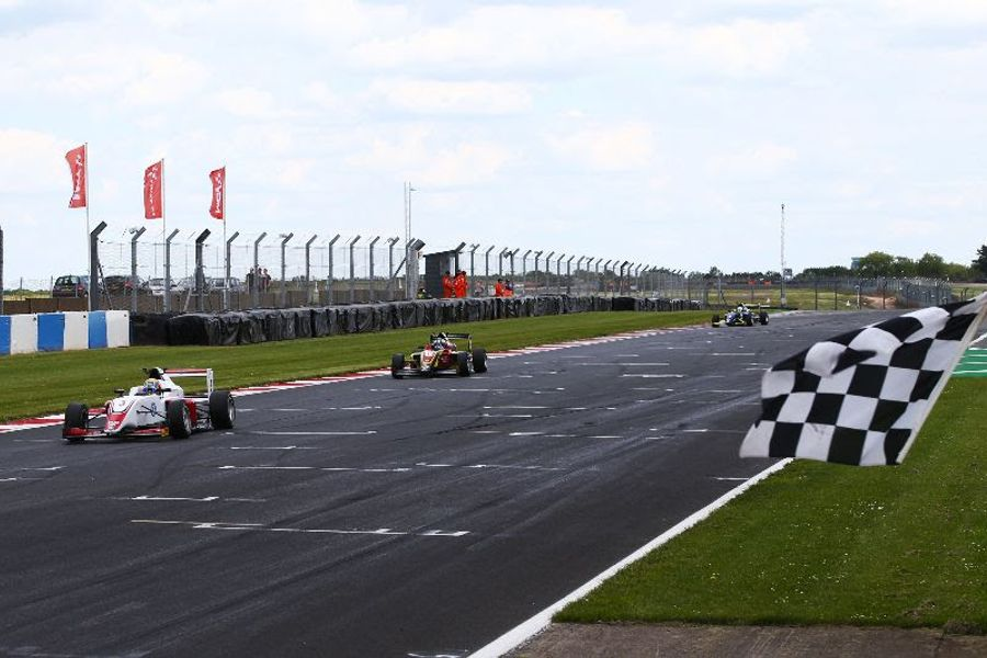 Hoggard holds off Simmons at Donington Park for third F3 win of the season