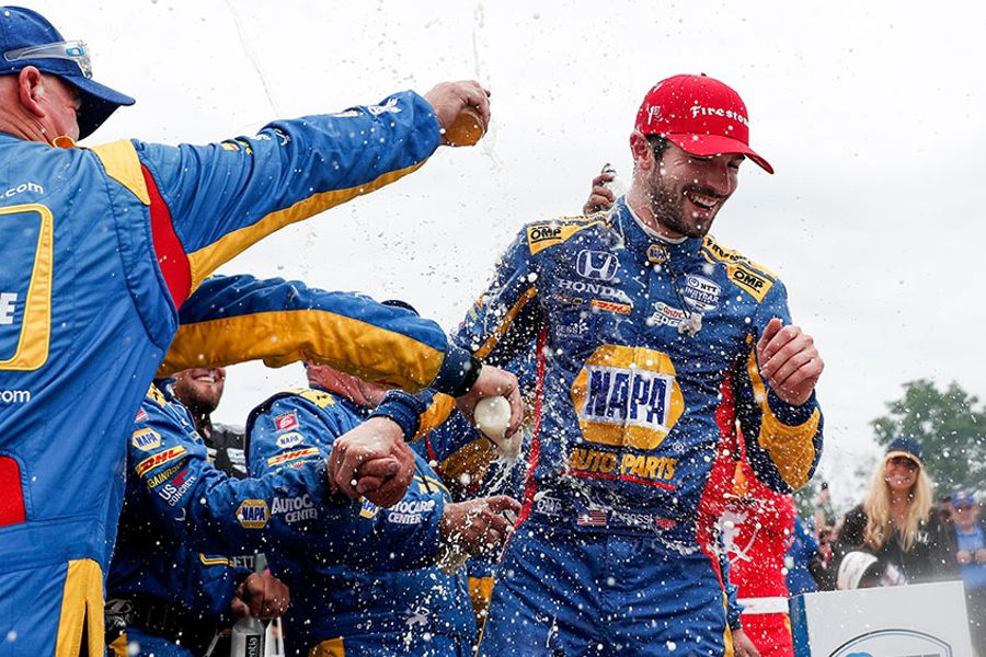Rossi's dominant win at Road America tightens IRL points race