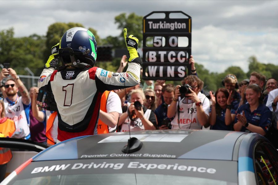 Dynamic double at Oulton Park gives Turkington half century of BTCC victories