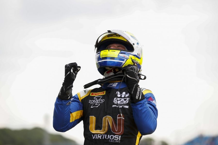 Ghiotto takes maiden F2 win at Silverstone Feature Race