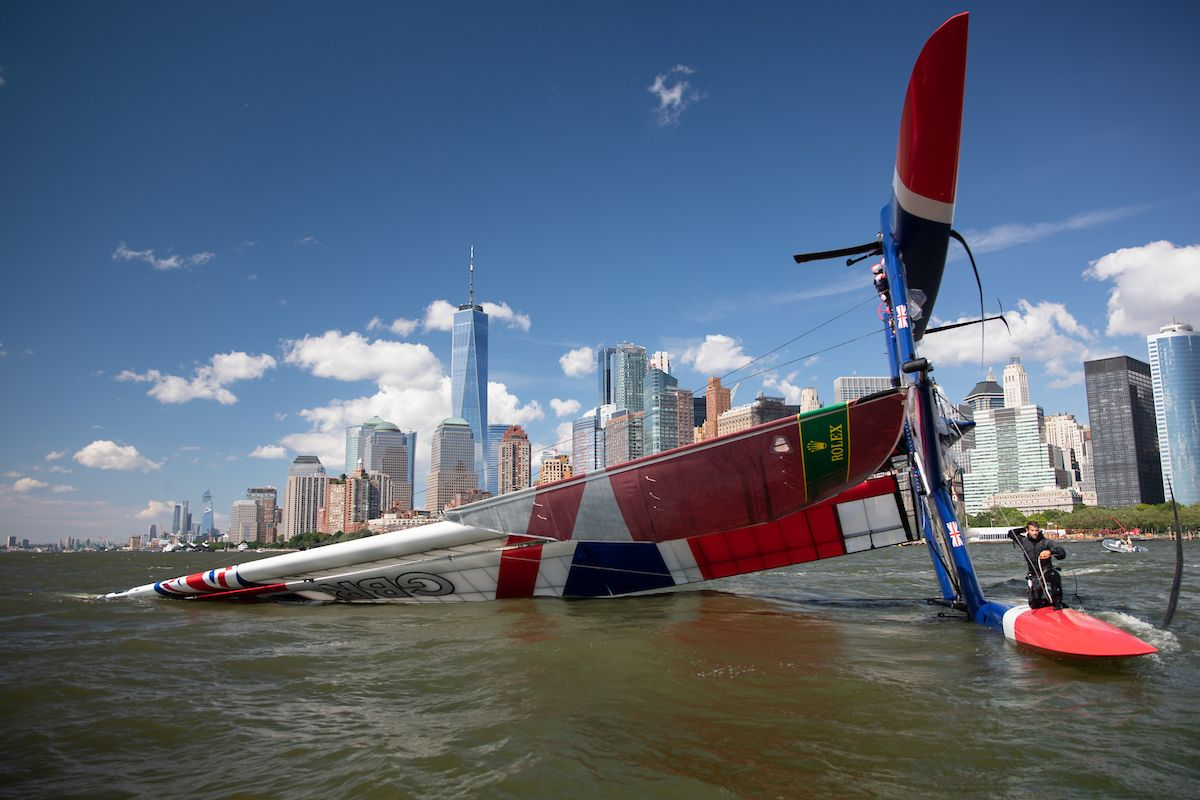Great Britain SailGP Team capsizes during SailGP's New York debut,video