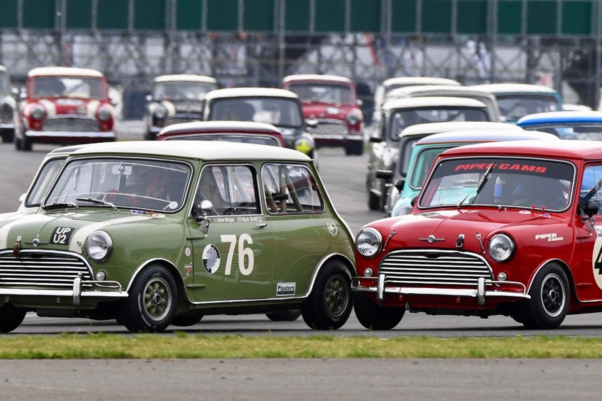Spectacular Mini showdown a fitting finale to record-breaking Silverstone Classic