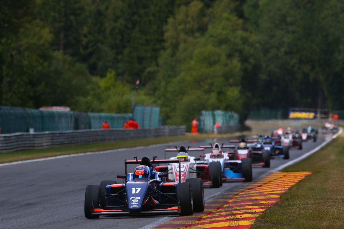 British F3 battle heads to Brands Hatch