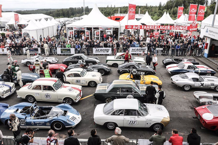 Big Crowds and Great Entertainment at Oldtimer GP
