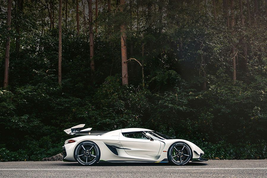 Superveturra - Koenigsegg dealer - web site built by Racecar