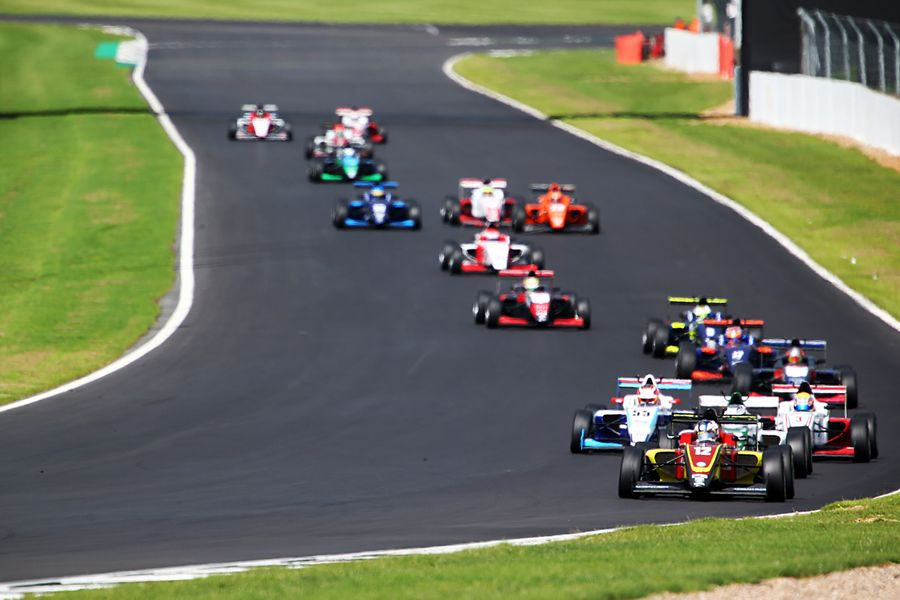 F3 wins for Maldonado and Simmons as four way title showdown confirmed