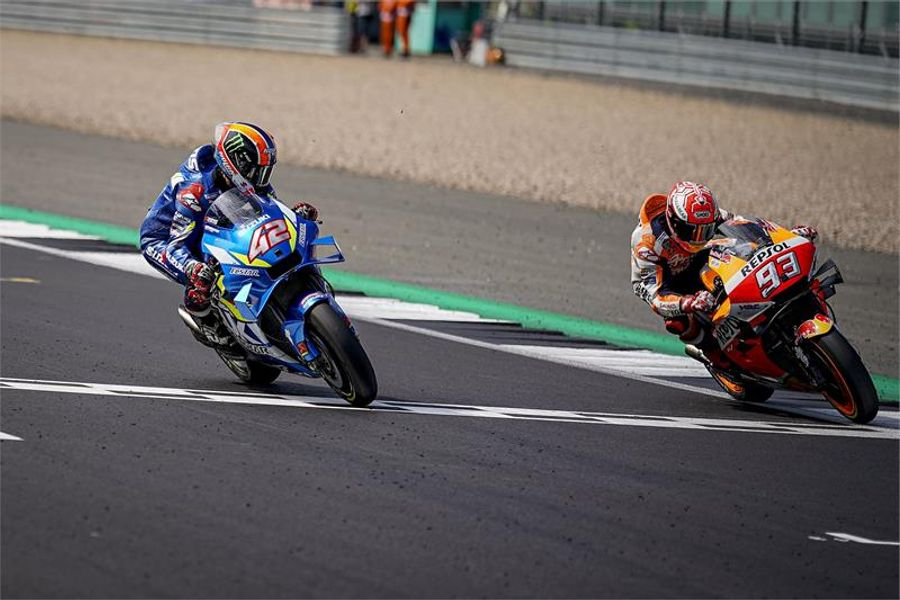 Rins pips Marquez by 0.013 to take dramatic British MotoGP win