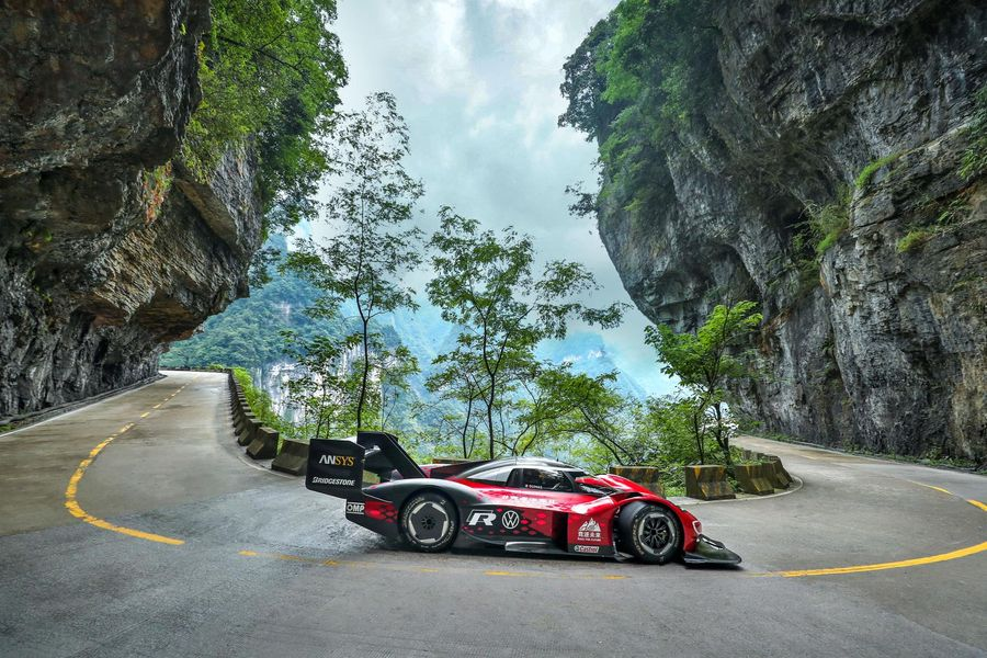 Video: Volkswagen ID.R's record drive on Tianmen Mountain's Big Gate Road