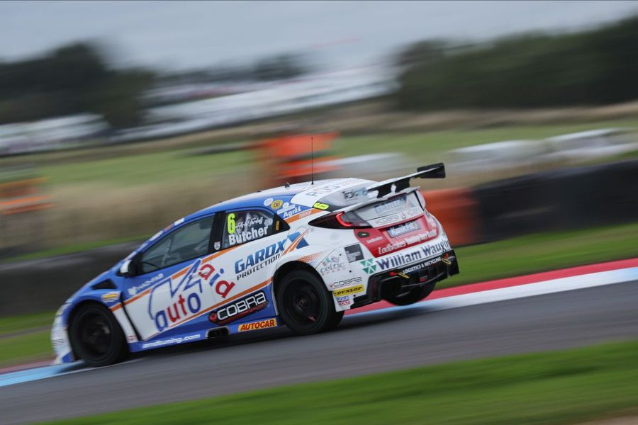 Butcher takes maiden BTCC pole at home Knockhill track