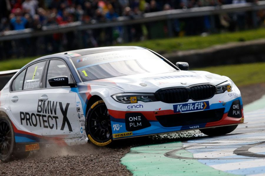 BTCC title race takes dramatic turn at Knockhill