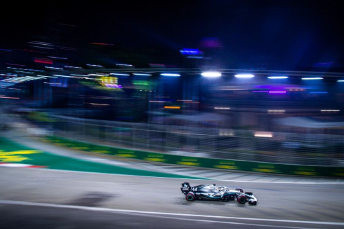 Hamilton pips Verstappen to top Singapore Grand Prix FP2