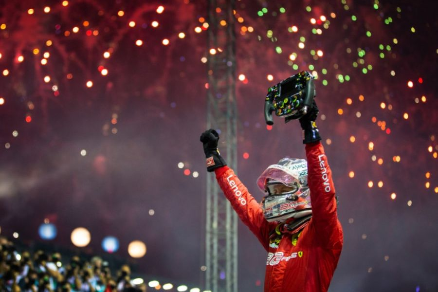 Vettel heads Ferrari 1,2 to win in Singapore
