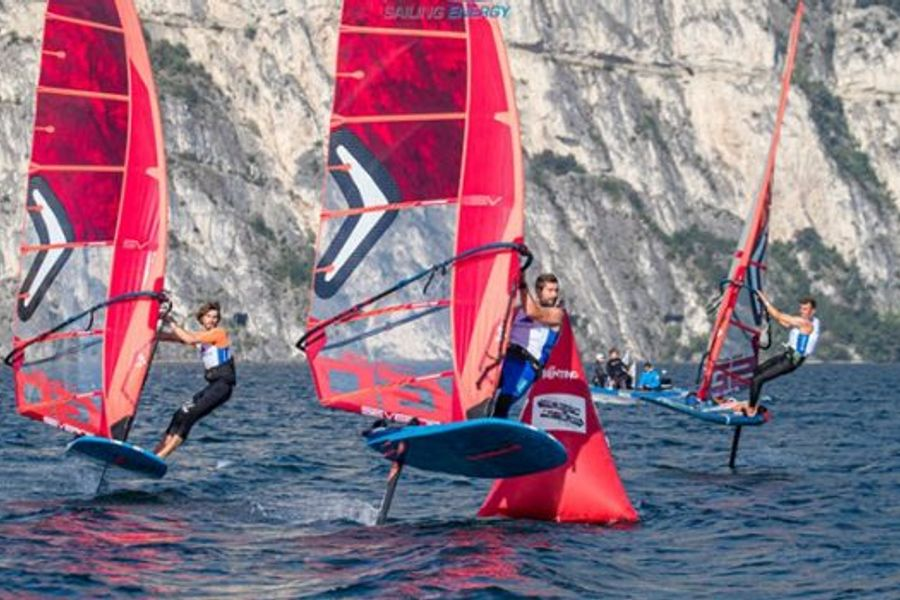 Paris 2024 Endorsing foiling windsurfer