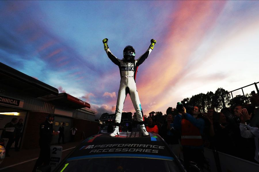 Turkington crowned record-equalling four-time BTCC champion