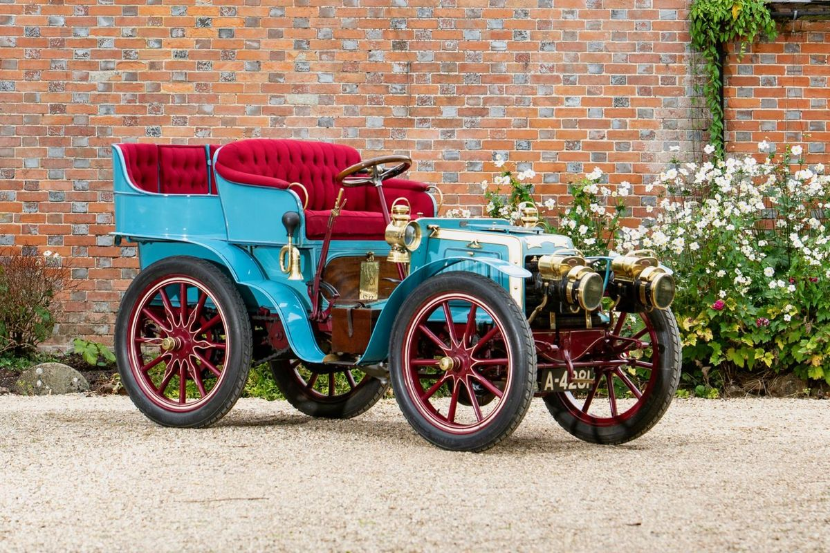 'Le Papillon Blue' to come under the Bonhams hammer
